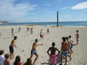 Juegos en la playa El Campello, via Salesianos