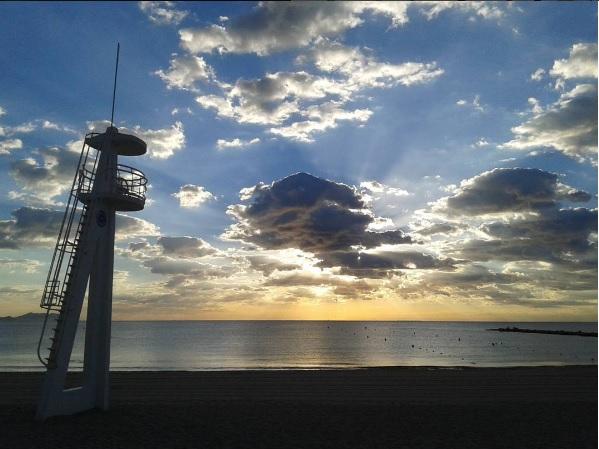 Amanecer en la Playa del Carrer la Mar por @rubiofj86